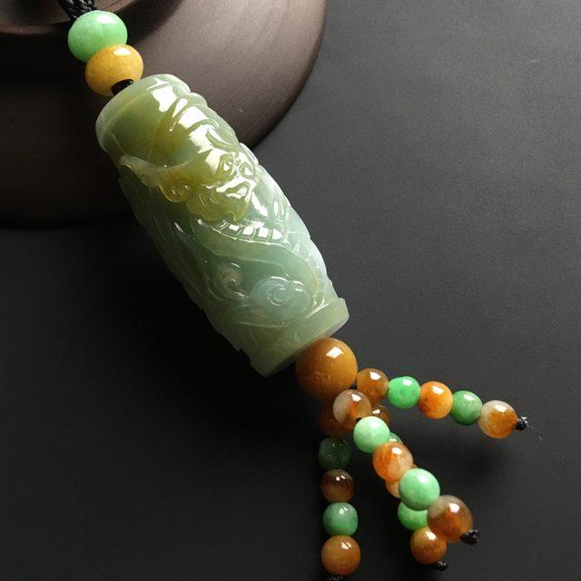 黄加绿龙柱翡翠吊坠 尺寸47-21毫米