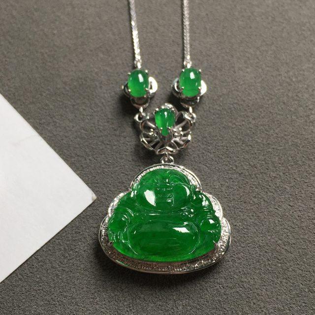 油青种满绿翡翠吊坠 18K金镶嵌钻石