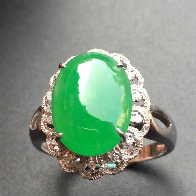 冰种阳绿蛋面花型 缅甸天然翡翠戒指