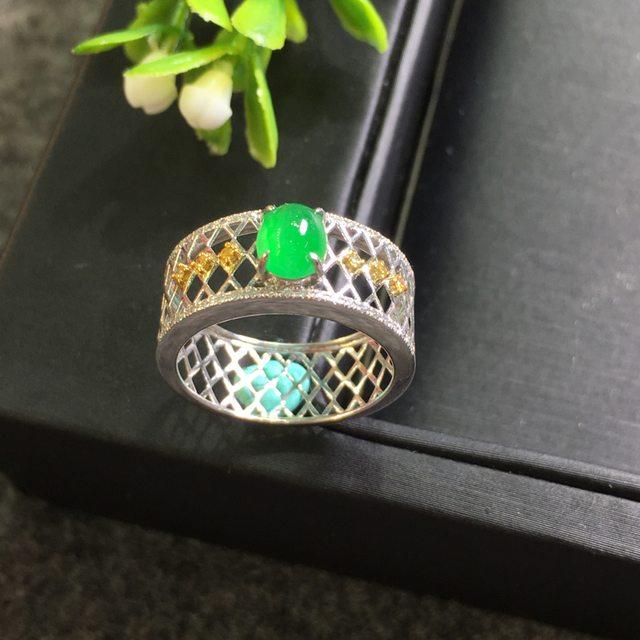 冰种阳绿圆蛋 缅甸天然翡翠戒指