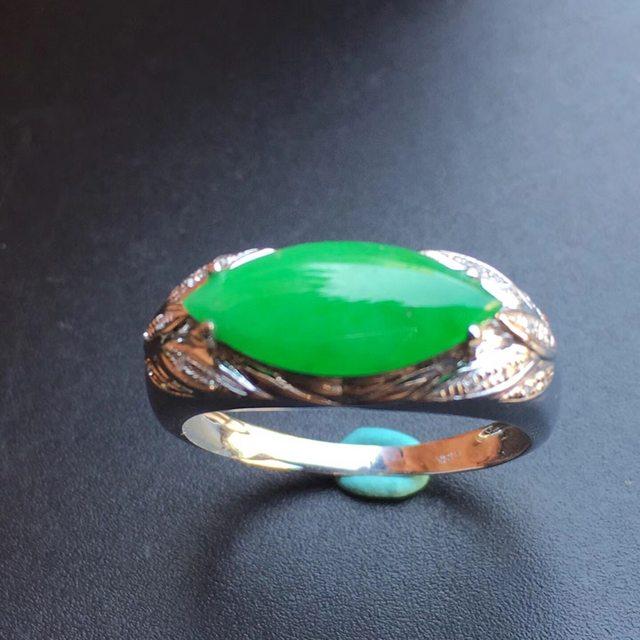 冰种阳绿 缅甸天然翡翠戒指 13.9*7.3*5mm