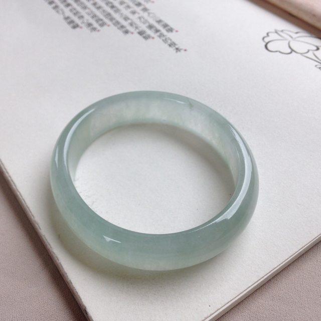 冰糯种浅绿贵妃翡翠手镯 尺寸 57.8-49.5-13-7