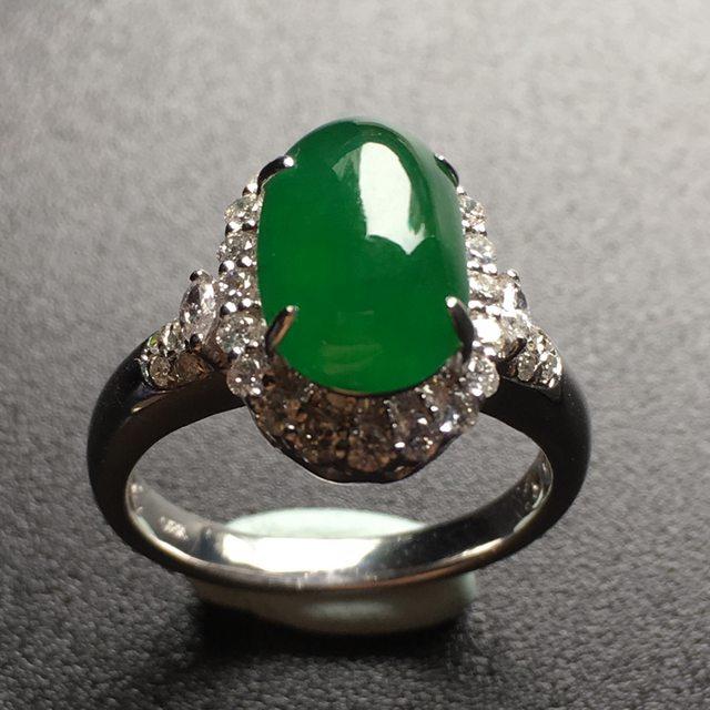 冰满绿蛋面翡翠戒指