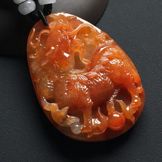 巧雕红翡 麒麟献瑞挂件 尺寸:56-41-12.8毫米