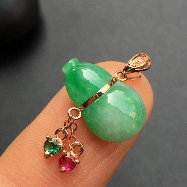 冰种阳绿葫芦 翡翠吊坠 大小:14.2*10.9*4.9mm