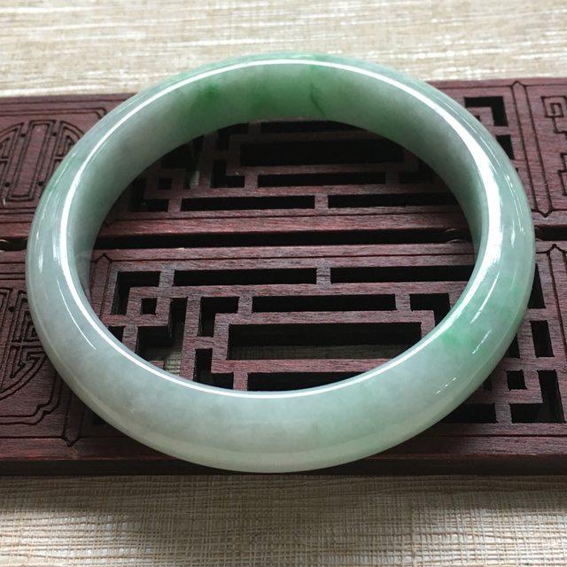 糯种飘绿翡翠手镯 缅甸天然翡翠手镯 57.5
