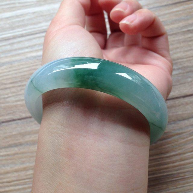 糯种飘绿花翡翠平安镯 正圈尺寸:56.2/13.9/8mm62g图8