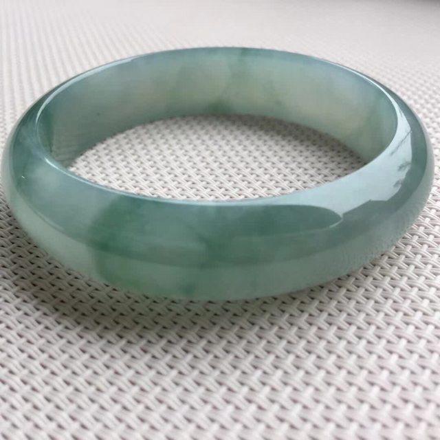 冰油绿底翡翠手镯 尺寸57.8-14.8-7.4