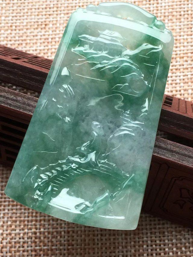 冰糯种飘绿山水牌 翡翠挂件 尺寸60*35*5.2