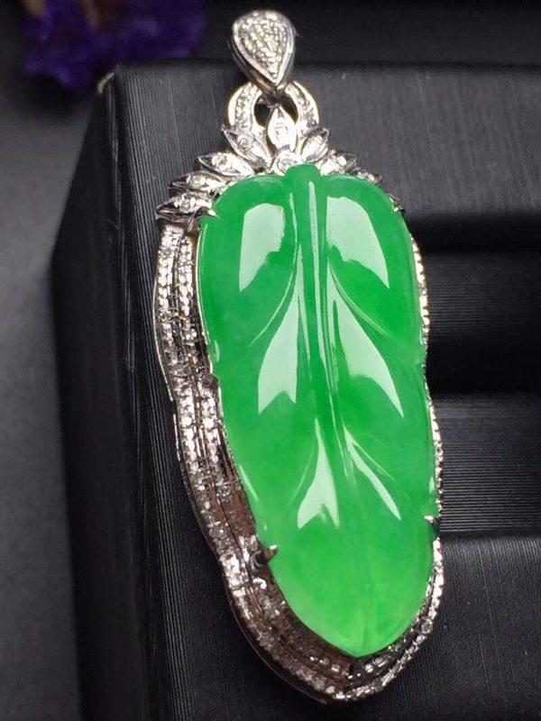 阳绿叶子 翡翠挂件 真金真钻镶嵌 种水超好玉质细腻