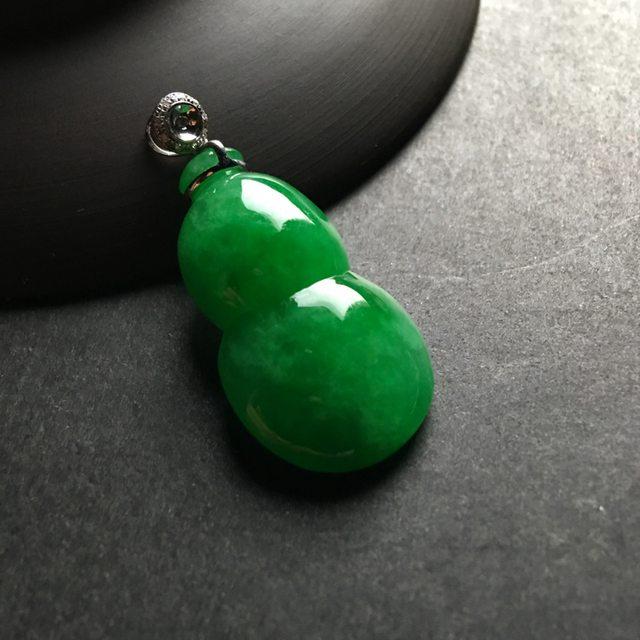 满绿葫芦 翡翠吊坠 尺寸30-17-7.5毫米