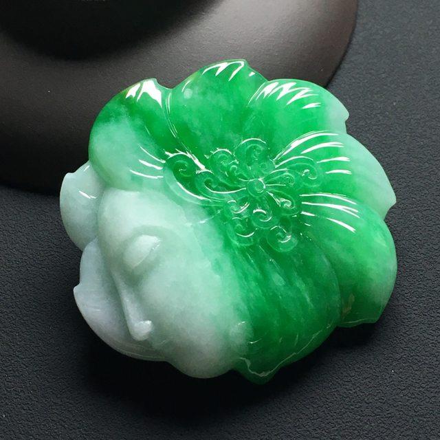 巧雕阳绿侍女 翡翠吊坠 尺寸:45-47-7.5毫米