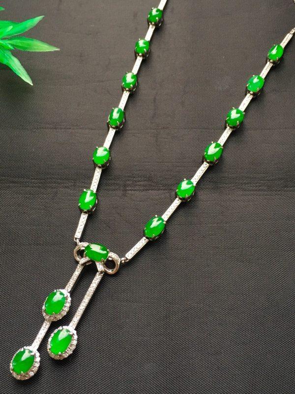 满绿蛋面翡翠项链 色泽鲜艳