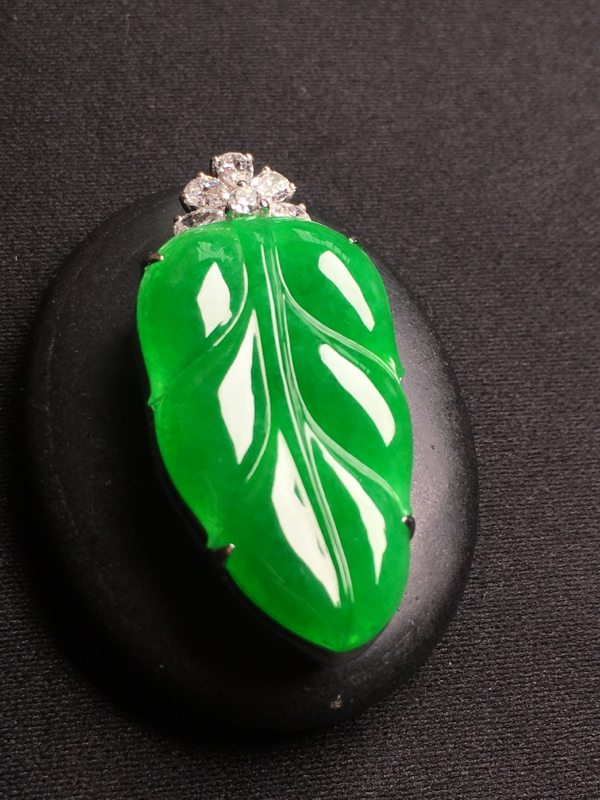 冰种阳绿满色叶子 翡翠挂件 裸石尺寸:28*17