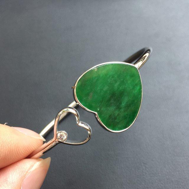糯种满绿特色翡翠心形手镯 18k金镶嵌