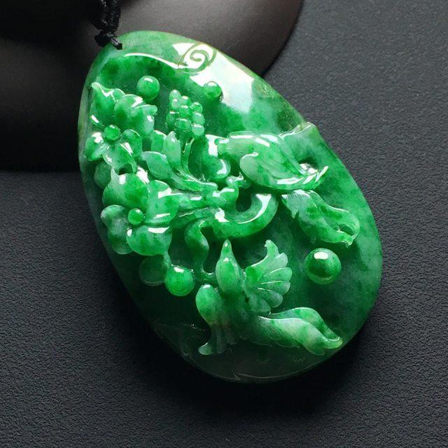 巧雕阳绿鸟语花香 翡翠吊坠 尺寸:55-35-10.8毫米