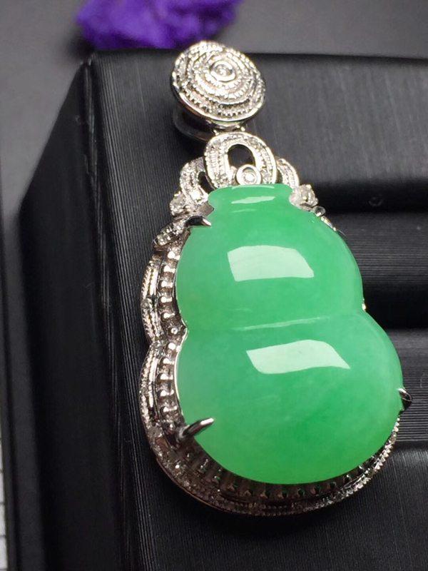 阳绿葫芦 翡翠吊坠 真金真钻镶嵌 种水超好 玉质细腻