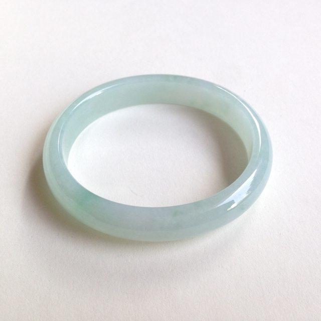 糯种飘绿花翡翠贵妃手镯 尺寸:55.8/50.4/11.6/6.4mm37.2g