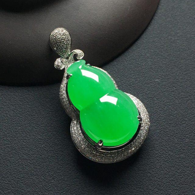 冰种阳绿葫芦翡翠吊坠 18k金*钻石镶嵌 尺寸:39-21-12.5*裸石23.5-14.5-5.5毫米