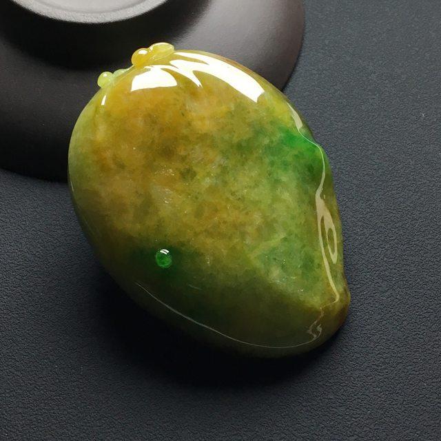 糯冰种黄加绿翡翠吊坠 尺寸:58-43-14.2毫米