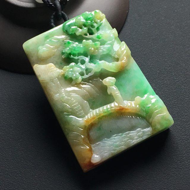 巧雕黄加绿悠然自得 翡翠吊坠 尺寸:57-39-11.5毫米