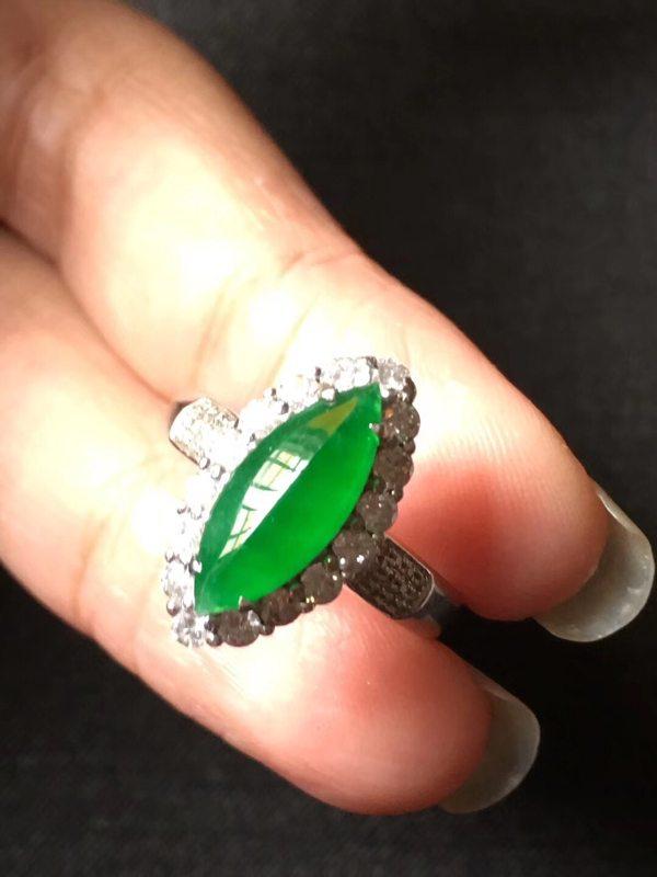 冰种起光色标帝王绿马眼 翡翠戒指