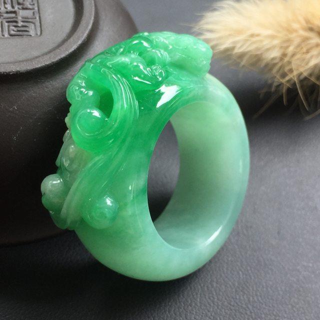 糯种阳绿 古龙翡翠扳指 种质细腻