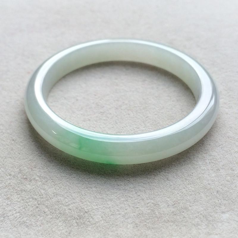 糯种飘绿天然翡翠扁管手镯(54.9mm)