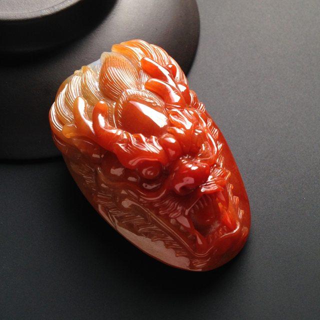 巧雕红翡龙头翡翠挂件 尺寸53-33-18毫米