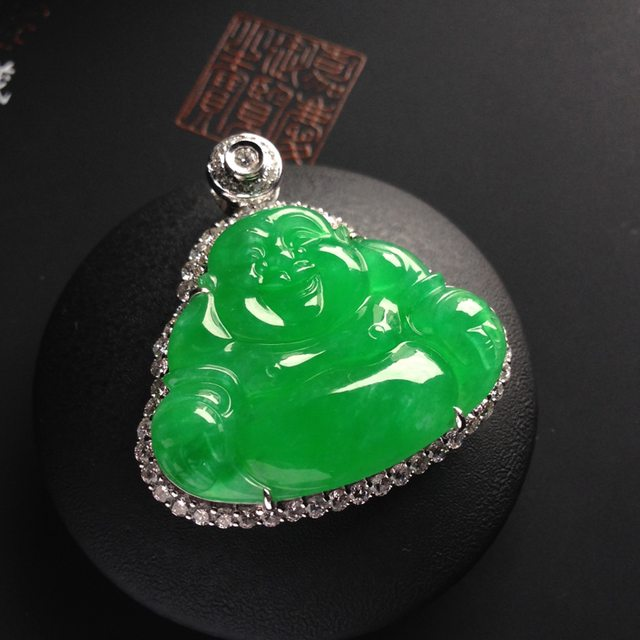 冰种满色阳绿笑佛 佛翡翠吊坠 18K金镶嵌 裸石尺寸大23-29-3.5毫米 连金尺寸33-32-8.5毫米