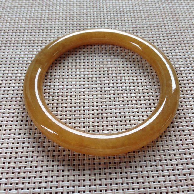 细润黄翡手镯  天然翡翠圆条手镯 尺寸:54.4x7.3x8.5mm