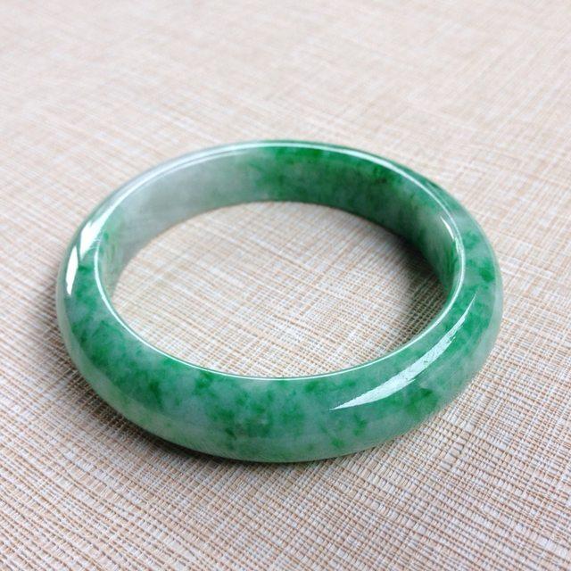 糯种飘绿翡翠手镯 缅甸天然翡翠54寸正装手镯