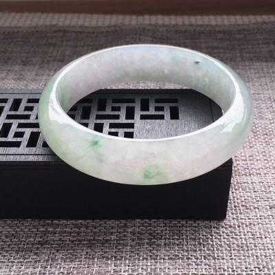 冰糯种通透浅绿正圈翡翠手镯