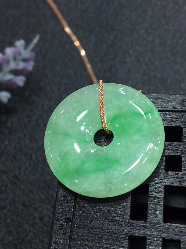 冰种阳绿翡翠吊坠 翡翠平安扣吊坠
