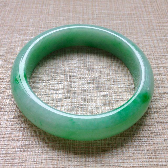 冰种飘绿翡翠手镯 缅甸天然翡翠正圈手镯