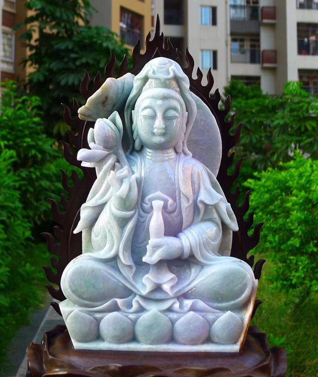 缅甸天然翡翠A货 精美春带彩 观音菩萨摆件图4
