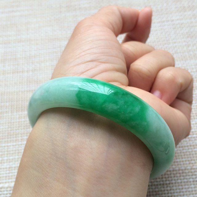 糯种阳绿翡翠手镯 翡翠天然手镯 尺寸:57*14.1*7.6mm图8