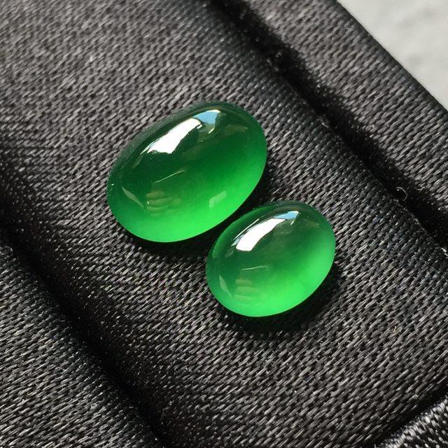 一对高冰满绿蛋面 缅甸天然翡翠戒指7.6*6.2*3.8--10*7.3*5