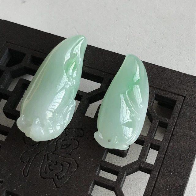 冰糯种飘绿福瓜一对 翡翠挂件