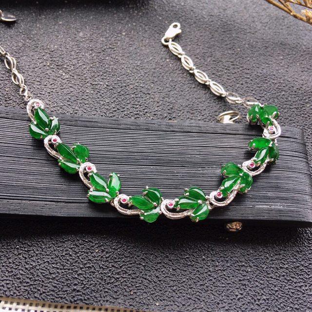 18K镶嵌伴钻 水润满绿翡翠手链