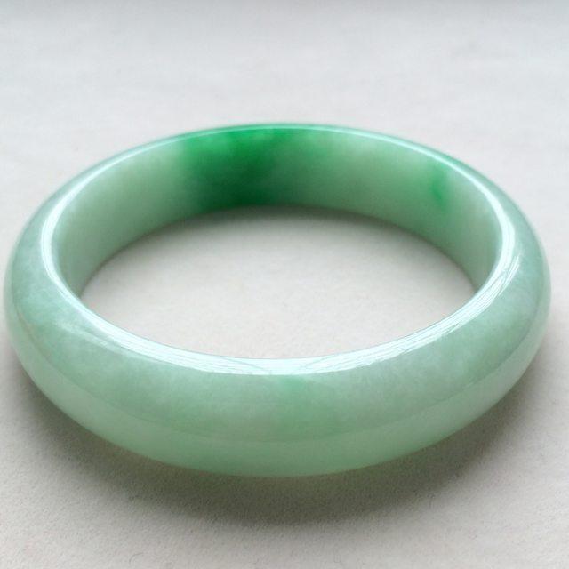 糯种阳绿翡翠手镯 翡翠天然手镯 尺寸:57*14.1*7.6mm图2