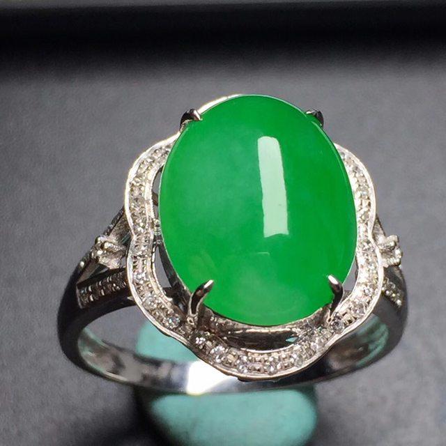 冰糯种阳绿蛋面 翡翠戒指 真金镶嵌