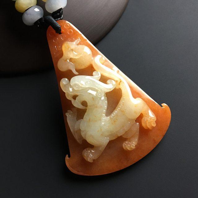 红翡瑞兽呈祥翡翠挂件 尺寸53-31-13毫米