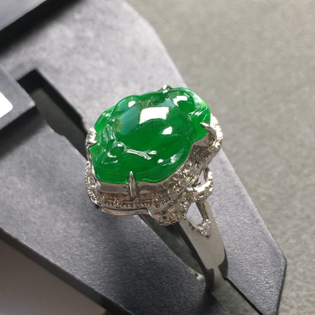 冰种满色 缅甸天然翡翠戒指 18K金镶嵌钻石