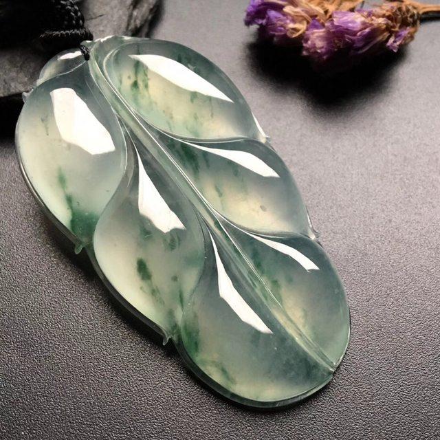 冰飘花叶子 翡翠挂件 尺寸:52-31-7mm