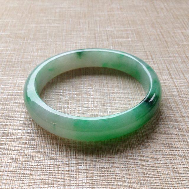 糯种带阳绿翡翠平安镯 尺寸:55.2/48.3/11.6/7.1