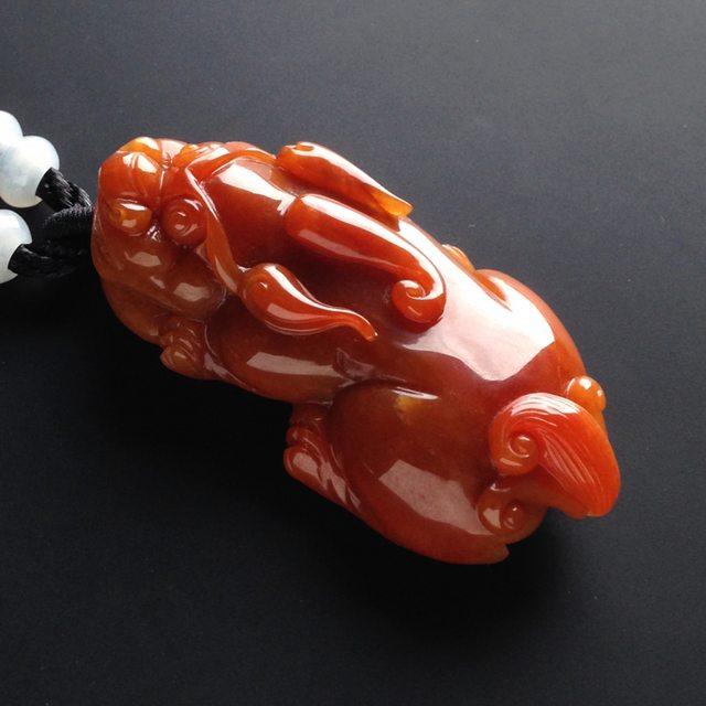 巧雕红翡貔貅 翡翠吊坠 尺寸52-24-13毫米