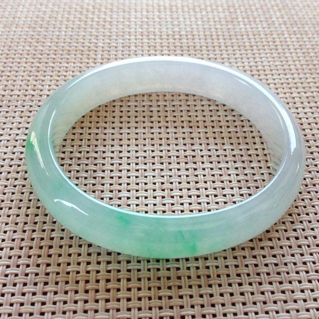 冰翠色翡翠贵妃手镯 尺寸:54x10.9x6.6mm