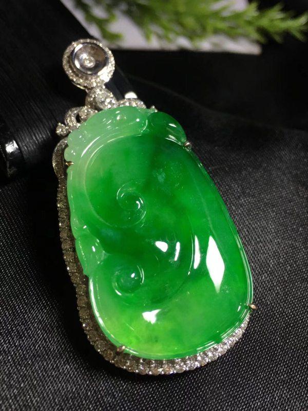 冰阳绿的如意裸石:34.5*20.8*10.3(含金)