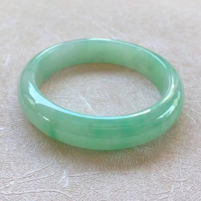 冰种阳绿翡翠手镯  缅甸天然翡翠手镯  尺寸:57.5*13.5*8.1